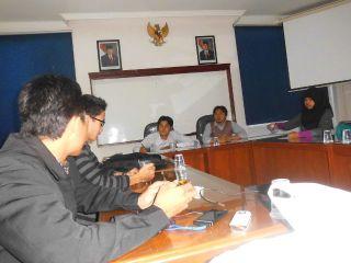 Diskusi DPP IMM Tolak kenaikan harga  BBM Dipimpin Sekjen DPP IMM, Fahman Habibi dan ketua bidang Hikmah, Bambang Irawan di Universitas muhammadiyah Jakarta