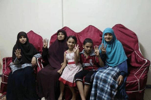 Keluarga yang sempat ditangkap dan ditahan kepolisian di Kairo (egyptwindow)