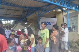 Layanan Kesehatan Tim South East Asian Humanitarian Committee (SEAHUM) di kota Ormoc, Filipina. Minggu, 17/11/13 (foto: PKPU)