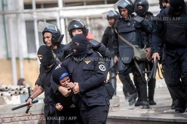 Marwah saat digelandang polisi di kampusnya (egyptwindow)