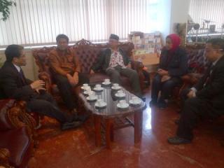 Rombongan PKPU dan Gus Solah ketika diterima pihak KBRI Soul, Kamis (30/1) - Foto: pkpu
