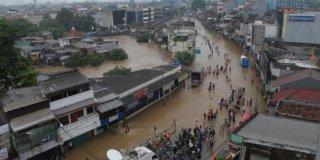 Banjir di Kampung Pulo Jaktim pada Januari 2014 (Foto: merdeka.com)