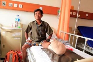 Mukhlis setelah menjalani operasi (foto: BWA)