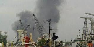 Gudang TNI AL yang Meledak Berisi Amunisi, Senjata Laras Panjang dan Pendek. Rabu, 5 Maret 2014 - Foto: kompas.com