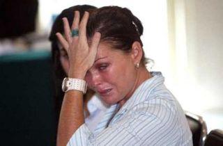 Corby saat menangis di persidangan - Foto: mamamia.com