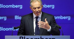 Mantan PM Tony Blair di forum Bloomberg di London (theguardian)