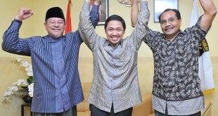 Abdul Gani Kasuba dan M Natsir Thaib bersama Presiden PKS Anis Matta - (Foto: pksmalut.com)