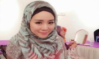 Felixia Yeap, mantan model majalah play boy yang memutuskan masuk islam.  (nabawia.com)