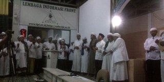 Hidayat Nur Wahid saat silaturahim ke markas besar Front Pembela Islam (FPI) di Petamburan, Jakarta, Rabu (4/6/2014) malam.  (merdeka.com)
