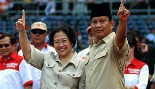Megawati Soekarnoputri dan Prabowo Subianto saat maju sebagai pasangan Capres dan Cawapres pada Pilpres 2009.  (viva.co.id)
