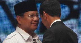 Capres nomor urut 1 Prabowo Subianto dan Capres nomor urut 2 Joko Widodo usai debat Capres-Cawapres 2014 di Jakarta, Senin (9/6/2014). (viva.co.id)