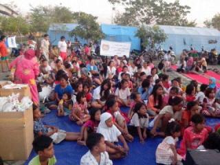 PKPU gelar buka puasa bersama 1.000 warga korban kebakaran kamal muara, Selasa 1/7/14.  . (sn/kis/pkpu)