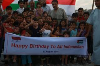 di tengah kesusahan mereka sendiri, warga Palestina masih menyempatkan diri ucapkan selamat HUTRI ke-69 bagi bangsa Indonesia (dok ACT)