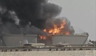 Pelabuhan Benghazi yang terbakar akibat diserang milisi Haftar (islammemo.cc)