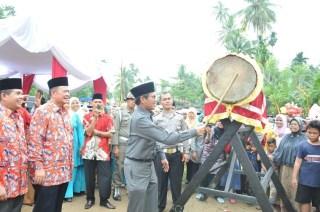 Gubernur Sumatera Barat, Irwan Prayitno saat memukul bedug tanda dibukanya acara MTQ ke-XXXVII di Pesisir Selatan, Sumbar. (pks)