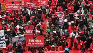 Massa PDI Perjuangan saat menolak kenaikan harga BBM pada masa pemerintahan SBY.  (harianterbit.com)