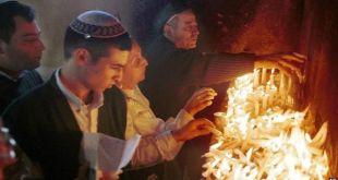Umat Yahudi dari Israel dan Maroko sering berziarah ke makam di Damanhur (bbc.co.uk)