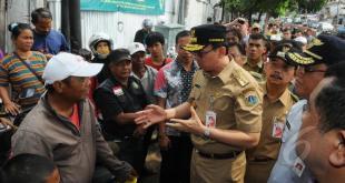Gubernur DKI Jakarta Basuki Tjahaja Purnama saat mengunjungi Pasar Tanah Abang. (liputan6.com)