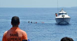 Pencarian korban perahu pengungsi Suriah yang tenggelam di perairan Turki. (anadolu)