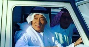 Jackie Chan dengan pakaian ala Uni Emirat Arab ketika di Dubai untuk keperluan film Kung Fu Yoga.