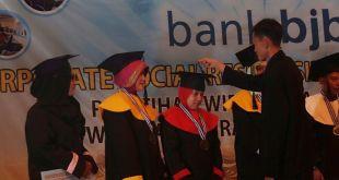 Wisuda 110 orang peserta pelatihan wirausaha Bank BJB - PKPU, Rabu (17/2/2016). (Fadly/Putri/PKPU)
