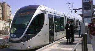 Kereta Israel menjadi target serangan pejuang Palestina. (alqudspress.com)