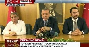 Presiden Turki Recep Tayyip Erdogan ketika siaran pers terkait percobaan kudeta, di Bandara Ataturk, Istanbul, Turki, Sabtu (16/7/2016). (Al-Jazeera live)