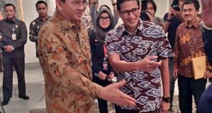 Gubernur DKI Jakarta, Basuki Tjahaja Purnama (kiri) bersama Sandiaga Uno (kanan), di Balai Kota, Jumat (12/8/2016). (Foto: fb Kawendra Lukistian)