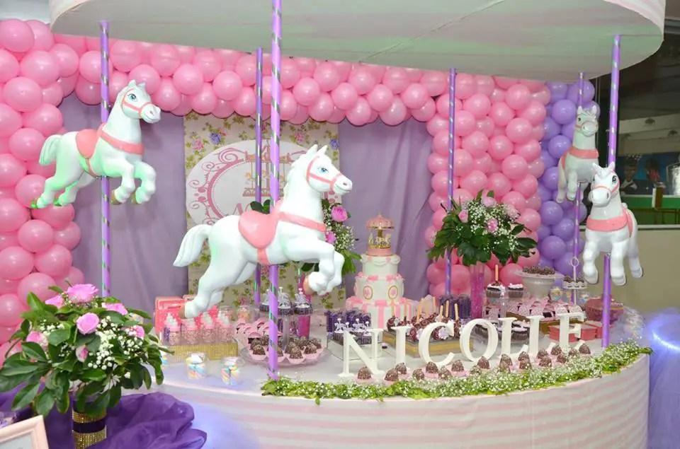 Carrusel fiesta tem tica for Decoracion para la pared de unicornio