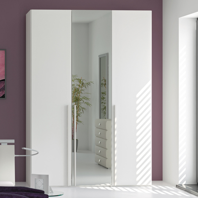 Decorate Your Room With Mirrored Wardrobe