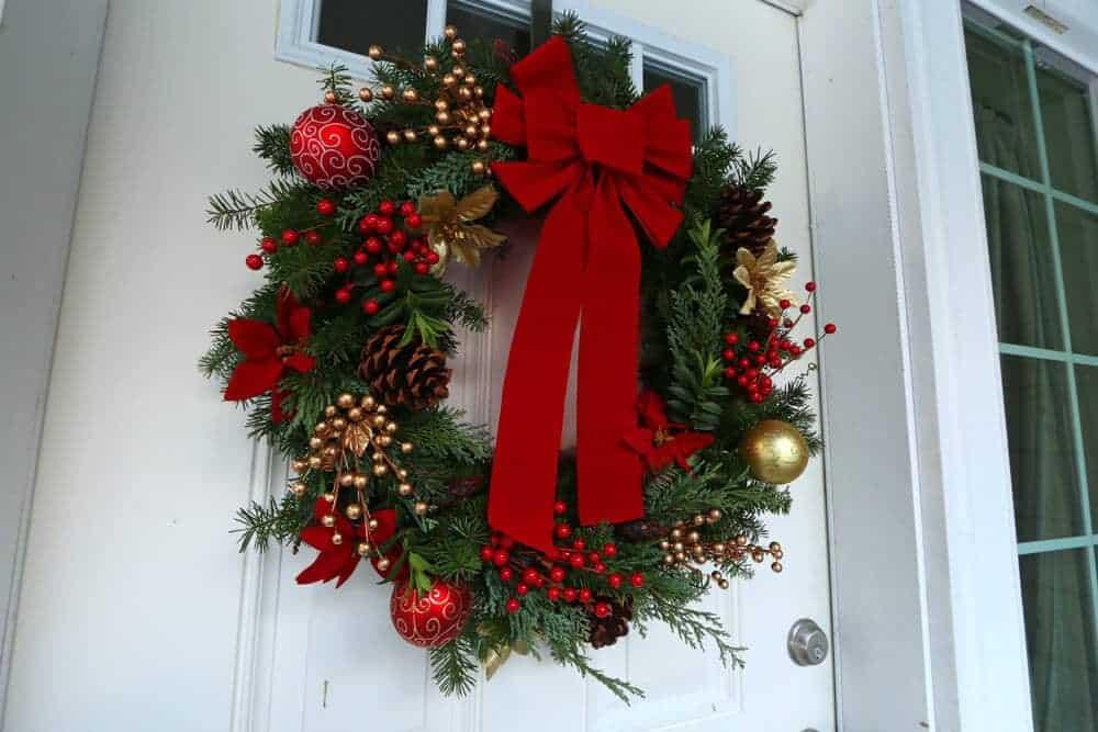 How To Make A Quotgourmetquot Homemade Christmas Wreath Simple