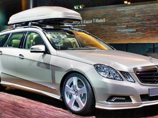 Auto mit Dachbox für den Polenurlaub, Foto: Matti Blume, CC BY-SA 3.0