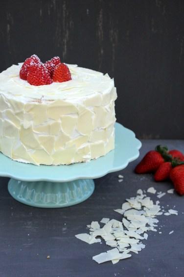 Erdbeertorte mit weißer Schokolade