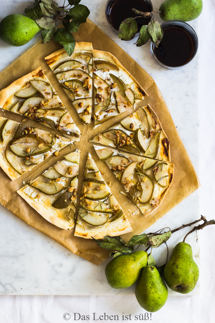 flatbreat-with-goat-cheese-and-pears-50-von-50