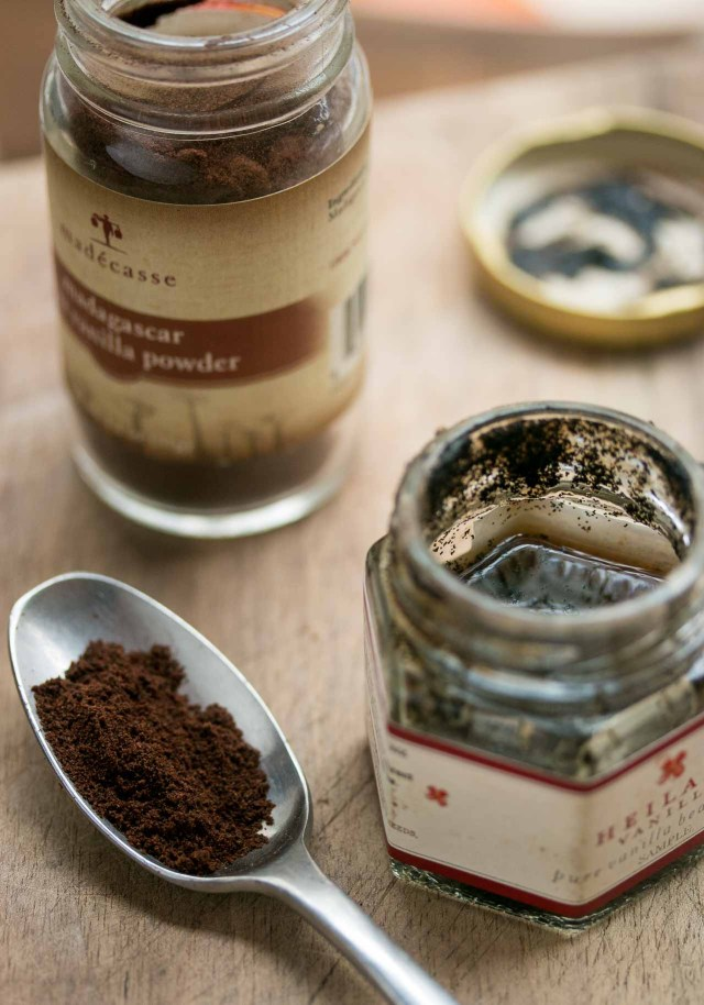 vanilla beans and vanilla extract