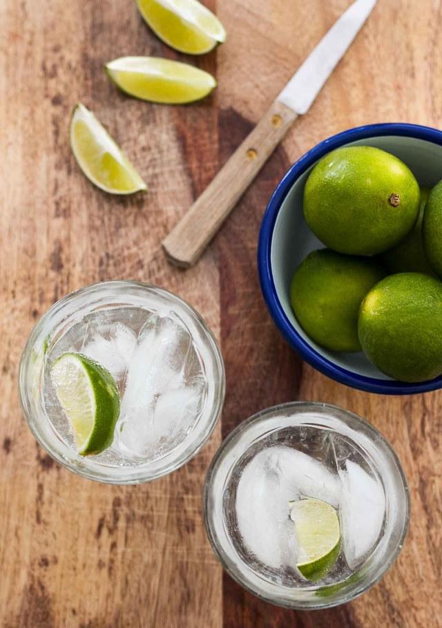http://i0.wp.com/www.davidlebovitz.com/wp-content/uploads/2015/07/Gin-and-tonic-cocktail-3.jpg?resize=640%2C909
