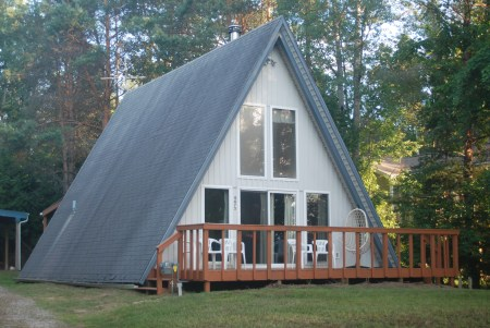 $800 VALUE - Inland Waterway Escapes - a clean, cute, cozy cottage! This is a 2 bedroom cottage with 2 double beds and 2 sets of bunk beds, as well as a pullout sleeper sofa - the more the merrier!