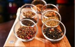 $45.90 VALUE - Teavana Joli tea mug with infuser & Relax + Unwind herbal infusions