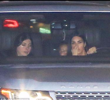 Kim in public showing no bling