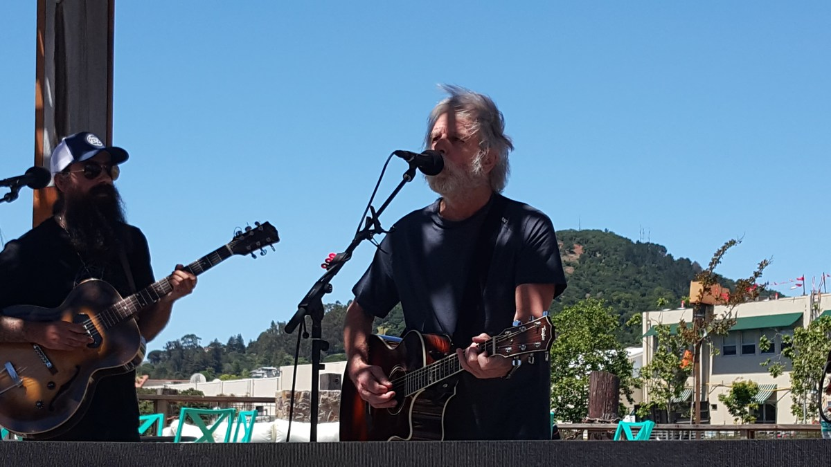 "VIDEO: ""Masterpiece > Monkey and the Engineer"" Bob Weir w Phil Lesh and Ross James in the Terrapin Backyard"