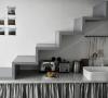 Petite cuisine sous escalier par Marianne Evennou