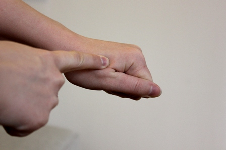 Well done: Make a fist with your hand. The area between your thumb and index finger feels similar to well done meat--hard and unyielding with little or no springiness left.