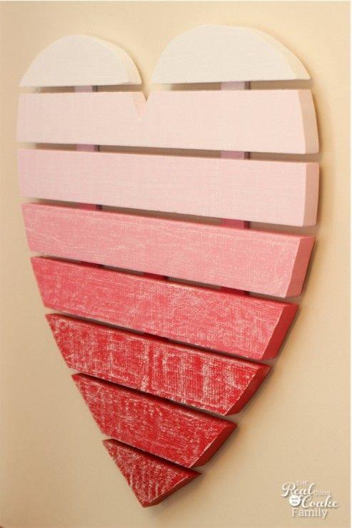 de madera del corazón para decorar se han pintado en un degradado de