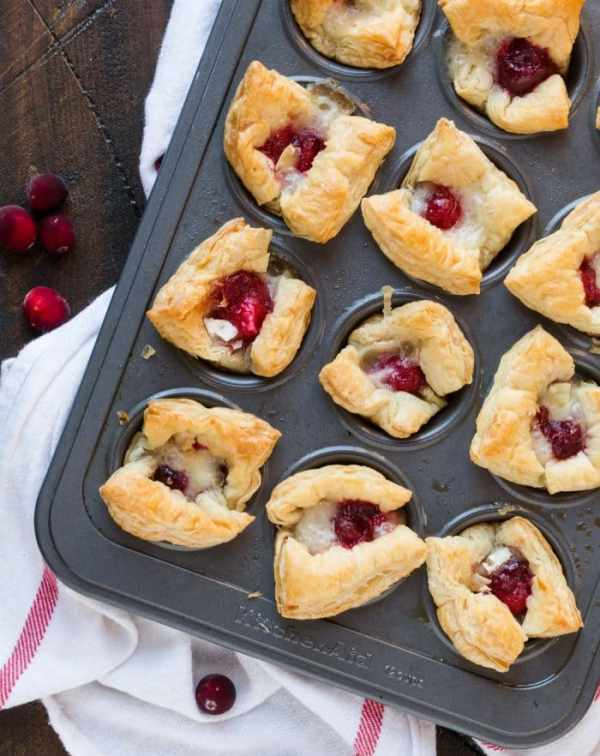 Cranberry-Brie-Bites-1-of-2-700x883