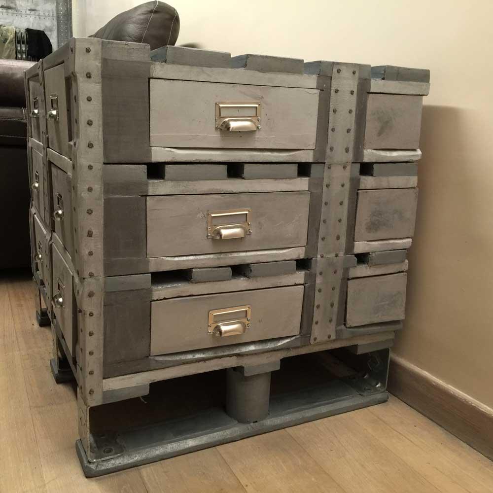 meuble industriel r alis avec des palettes industrielles decomurs. Black Bedroom Furniture Sets. Home Design Ideas