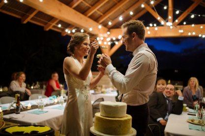 Deco Wedding Cake Cutting