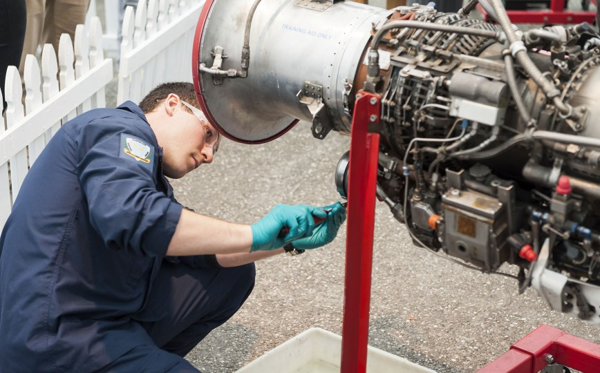 Aircraft Technician Engineering  Technical Trades Defence Careers