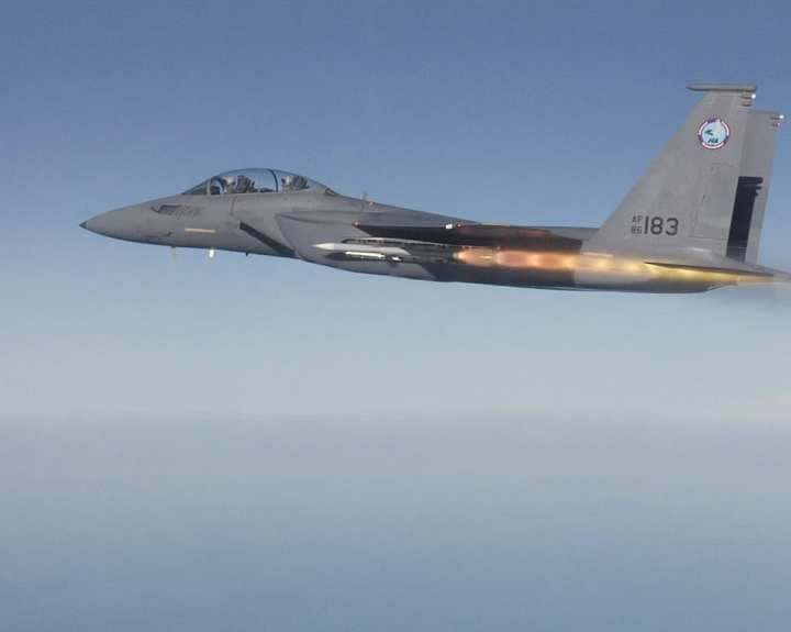 F-15SE AMRAAM firing
