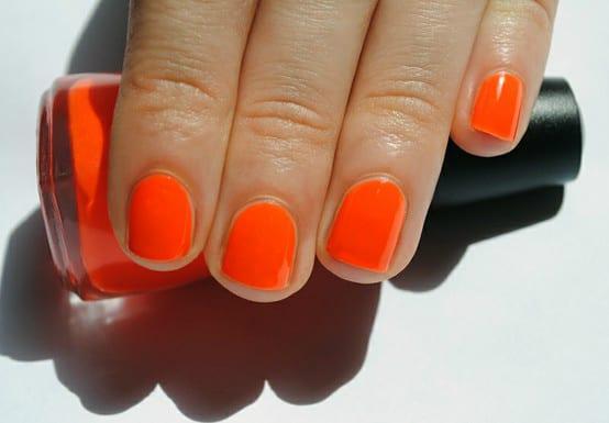 orangenails3 w640 h427 Este verano lucimos uñas de colores