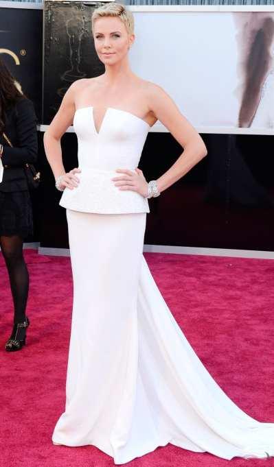 Oscar 2013: El look de Charlize Theron, blanca y radiante